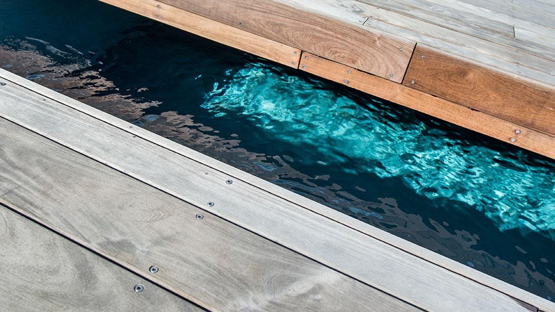 Installation de terrasse coulissante piscine en haute for Portable piscine assurance