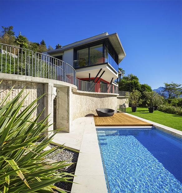 Installation de terrasse mobile pour piscine la montagne for Portable piscine assurance