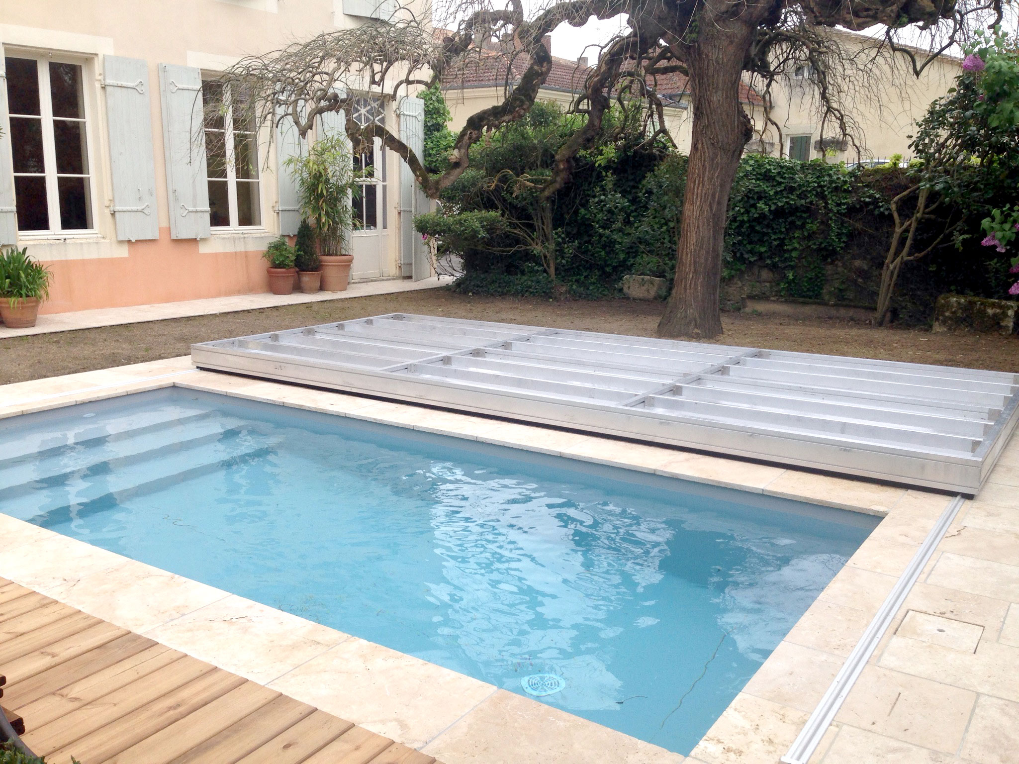 couvrir une piscine par une terrasse une installation en aquitaine. Black Bedroom Furniture Sets. Home Design Ideas